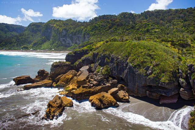 Punakaiki Beach; Punakaiki, New Zealand